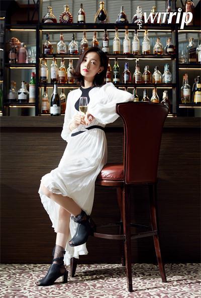 李一桐为杂志拍摄的封面大片曝光,风格多样, 优雅女人和俏皮女孩间