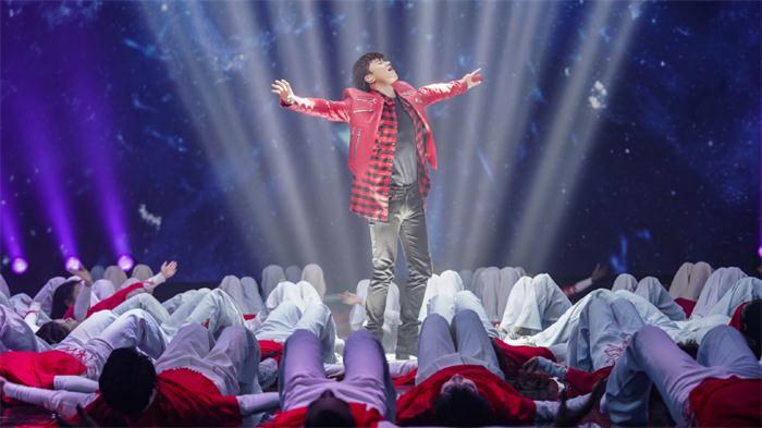 2019湖南卫视春晚直播 张杰《一路之下》唱出游子春运心声