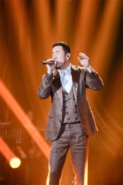 《歌手》杨坤以歌声传递心声 《真的很在乎》诠释人生感悟