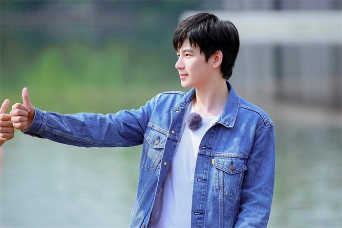 《青春环游记》第一期首播,胡先煦传递青春正能量