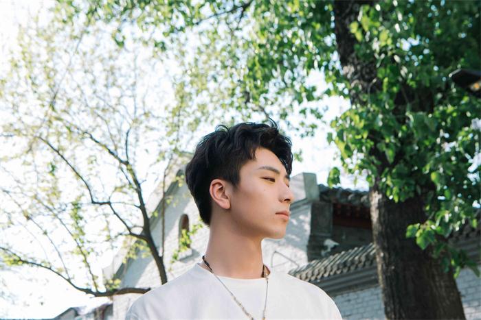 蔡程昱首发个人歌曲《那就这样吧》 青春态度另类诠释经典