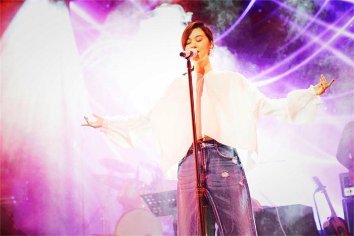 郁可唯巡回签唱会完美收官 上海演唱会即将开唱