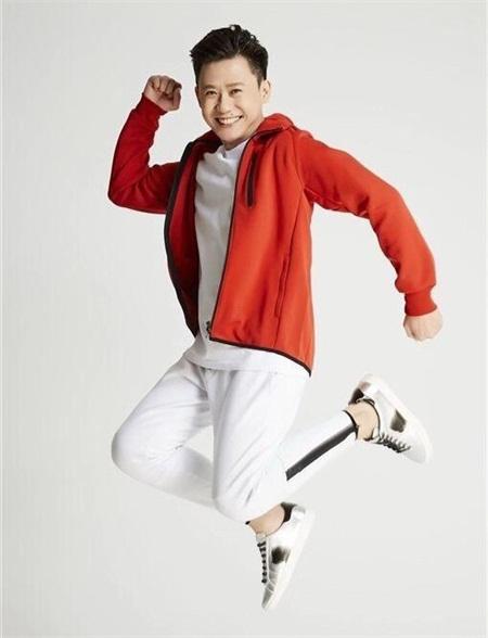 新加坡总裁歌手黄自立发歌圆梦 40岁型男迎接新挑战